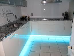 eclairage led cuisine plan travail eclairage meuble cuisine led inspirations et eclairage plan de