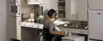 cuisine pour handicapé quelles solutions pour rendre logement accessible travaux com
