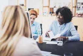 equipe bureau concept de travail d équipe de womans beau faire réunion d