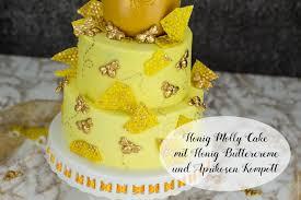 honig molly cake mit honig buttercreme und aprikosen kompott