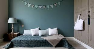 bleu chambre bleu canard dans votre chambre à coucher voici comment l intégrer