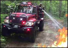Bulldog 4x4 Firetruck - Bulldog 4X4 FIRETRUCKs - Production Brush TRUCKS