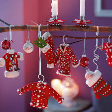 40 Frugal And Festive DIY Dollar Store Christmas Decoration Ideas