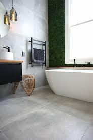 wandgestaltung badezimmer beispiele aufwerten badewanne