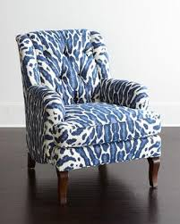 and white tufted back chair