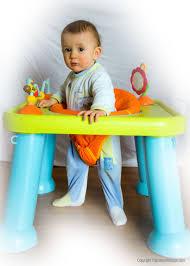 table activité bébé avec siege tables d éveil et d activité faire le bon choix pour bébé