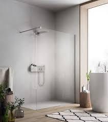 begehbare dusche mit duschwand aus glas für moderne