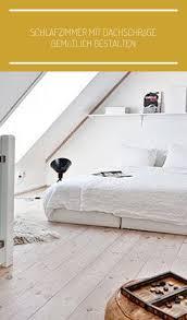 modernes schlafzimmer dachschräge mit dachfenster als