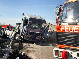 100 Truck Driver Accident Driver Dies In The Event Of An Accident At The A5 Long