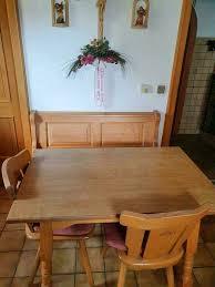 esszimmergarnitur bank mit tisch und stühle