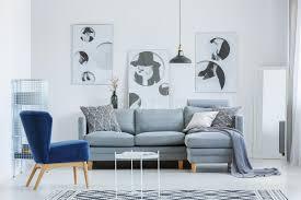 designer s wohnzimmer mit poster stockfoto bild