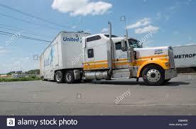 United Van Lines 18 Wheeler Tractor Trailer At Pilot Truck Stop In ...