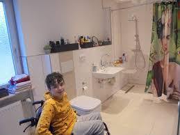 ein badezimmer für luca 16 schutzengelverein unterstützt