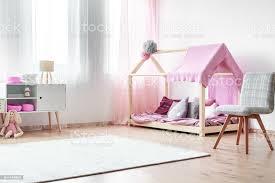 charmante mädchen schlafzimmer stockfoto und mehr bilder baby