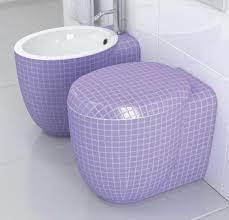 ideen für toilettendesign stilvolles badezimmer lila wc