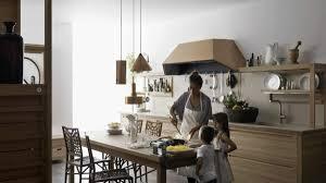 holz küche gestalten komfort für die ganze familie