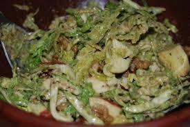 cuisiner chou frisé salade de chou frisé cru à la pomme et aux noix les jardins de
