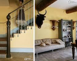chambre d h e camargue l escalier menant aux chambres utilise le pilier d un box d écurie