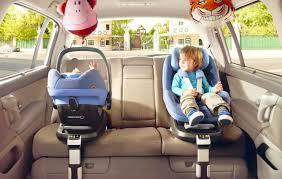 comment attacher un siège auto bébé comment bien attacher bébé dans siège dans la voiture