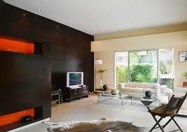 modernes wohnzimmer mit dunkler holzwand bild kaufen