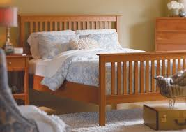 dunmore spindle bed with high footboard queen size