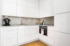 grifflose küchenschränke deckenhoch weiß glanz