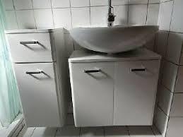 badmöbel weiß schrank schubladen türen waschbecken