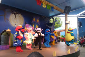 Sesame Place Halloween Parade by Kids U0027 Articles By Dalia Sesame Place Visiting Tips When To Go