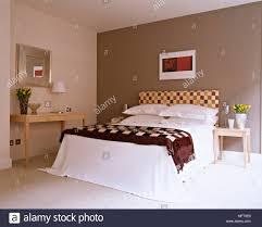 moderne braun schlafzimmer bett gepolstertes kopfteil