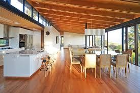 cuisine originale en bois maison originale en bois contemporaine au chili construire tendance