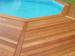 margelle piscine en bois deck piscine en bois nettoyer des plages et des margelles en bois
