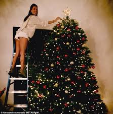 Mr Jingles Christmas Trees Los Angeles Ca by Reaching For The Stars Alessandra Ambrosio Shows Off Her Long