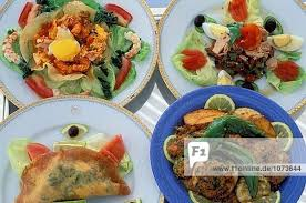 traditionelle tunesische küche jerba couscous brik salat