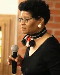 Une Femme Afro Américaine En Lisant Le Journal Les Autorités Texanes Diffusent La Vidéo De L Arrestation De La