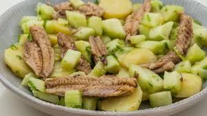 comment cuisiner un concombre salade de pommes de terre concombre et sardines recette par