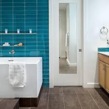 75 badezimmer mit glasfliesen und keramikboden ideen