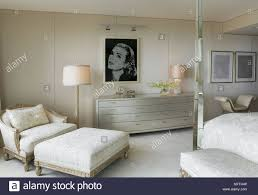 sessel und hocker im traditionellen stil schlafzimmer