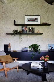 retro sessel und schwarze möbel vor bild kaufen