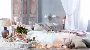 Romantic Bedroom Decor With Pillows