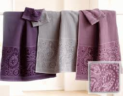 Decorative Towels For Bathroom Ideas by Bathroom Towel Design Ideas 1000 Ideas About Bathroom Towel