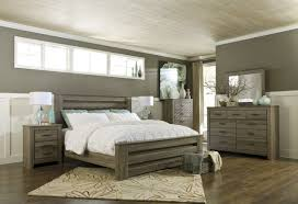 Zelen 4pc Poster Bedroom Set In Warm Gray