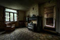 WHOA Stunning Photos From Inside An Abandoned Farmhouse