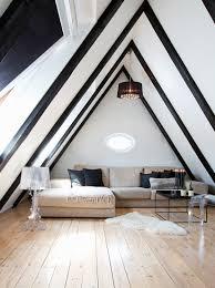 elegantes wohnzimmer unter dem giebel bild kaufen