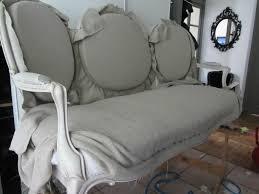 tapisser un canapé napoléon iii côté sièges tapissier à brest restauration ameublement