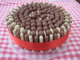 Chocolates Decorations Ideas - Google Search | Cakes | Pinterest ... Gorgeous Homemade Wedding Cake Do It Yourself For Making Store Bought Mixes And Frosting Taste Like It Was On Sheas Table Carrot Its Not Bragging If You Made Diy Stencil Out Of Stuff Anniversary Cakes Small Decorating Bestever Chocolate With Sprinkles Fudge Birthday Images Delicious German Best 25 Cake Designs Ideas On Pinterest Easy To Make At Home Home Design 935 Best Magic Images Beehive Bees Recipe Ideas Cookies Cream Party Recipe Bbc Good Food