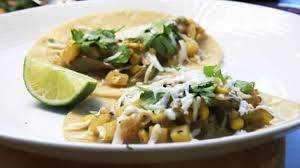 cuisiner les poivrons verts recette de tacos au maïs et aux poivrons verts foodlavie