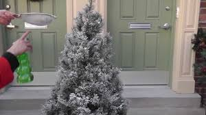 Pre Lit Flocked Christmas Tree Uk by Flocking Add Fake Snow To My Artificial Christmas Tree Part 2