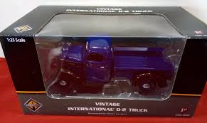 100 1938 International Truck First Gear 400314 D2 Pickup 125 Scale Blue Black Diecast