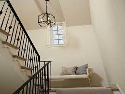 un palier d escalier banquette retro sur le palier d une cage d escalier