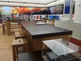 Microsoft Store Answer Desk vs Apple Genius Bar Business Insider